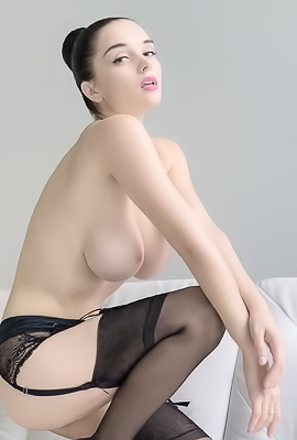 Eugeniya Busty Natural Hottie
